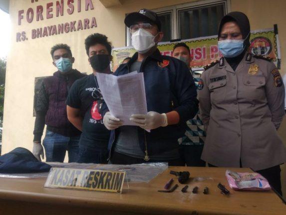 Kepala Satreskrim Polresta Bandar Lampung Kompol Resky Maulana menjelaskan upaya penangkapan pelaku begal di Jalan Pangeran Tirtayasa Bandarlampung pada Rabu dini hari (28/4/2021).