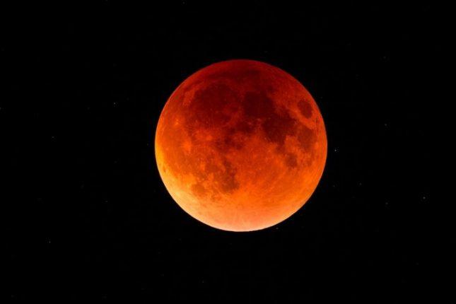 Gerhana bulan total di Amerika Utara pada 20 - 21 Januari 2021. Foto: (Shutterstock/Chris Collins)