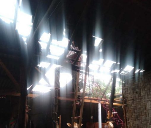 Salah satu rumah di Abung Timur, Lampung Utara, rusak karena diterjang angin puting beliung, Selasa siang (7/9/2021). Foto: Teraslampung.com